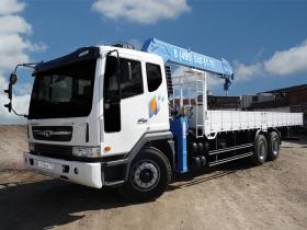 Аренда манипулятора Daewoo с грузоподъёмностью стрелы 6 тонн и грузоподъёмностью кузова 10 тонн